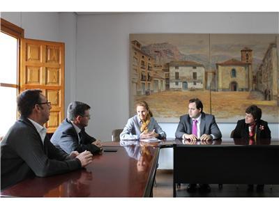 El presidente de la Diputación expresa en Nerpio la necesidad de potenciar el turismo rural en todos municipios de la Sierra del Segura