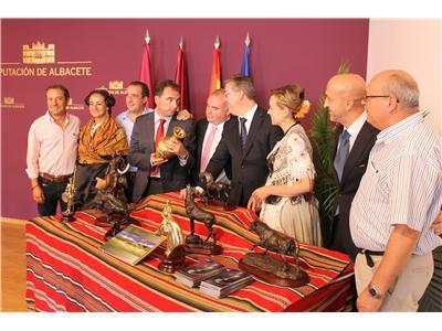 La artesanía del bronce y los parajes naturales consolidan a Riópar como principal destino turístico en la Sierra de Albacete