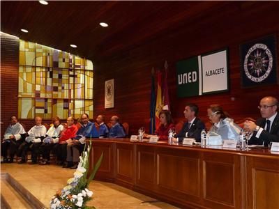 """El presidente de la Diputación resalta el """"ejemplo de igualdad"""" que es el centro asociado de la UNED en Albacete"""