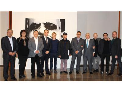 El presidente de la Diputación inauguró en el Museo la muestra El Gran Formato: Homenaje a Cervantes