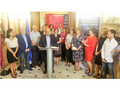 El claustro de La Asunción de Albacete acoge hasta el domingo la VIII Feria de la Cuchillería Artesanal