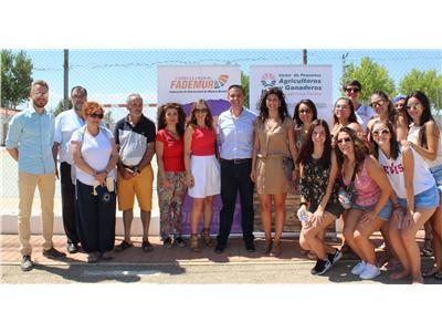"""Cabañero reitera el apoyo de la Diputación a la mujer rural en la Feria """"Tierra de Emprendedoras"""" de Barrax"""