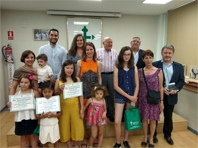 """La AECC  entrega los premios """"Educar para la Salud"""" a los alumnos ganadores de los programas bilingües"""