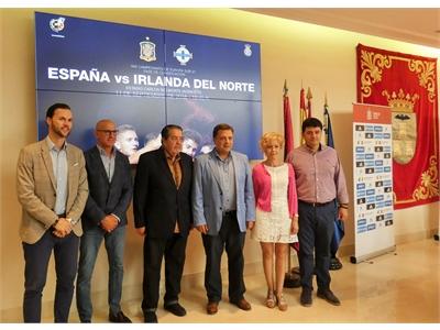La diputada de Deportes, María Victoria Leal, hace visible el apoyo de la Diputación a la Selección Española en todas sus categorías