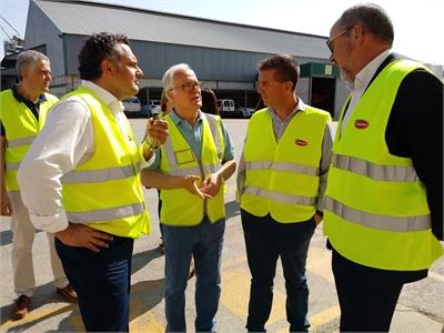 Santiago Cabañero subraya la importancia de nuestro sector agroalimentario durante su visita a varias empresas de referencia en Villarrobledo