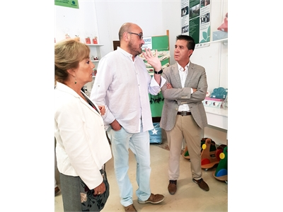Santiago Cabañero continúa la ronda de visitas a asociaciones y colectivos presentes en la Feria de Albacete para agradecerles su trabajo