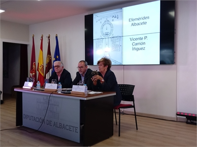 La Diputación reitera su apoyo a ALUEX durante la presentación de 'Tradición y Cultura', DVD editado por la asociación
