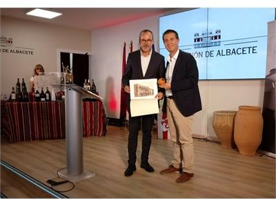 Villarrobledo llena de sus tradiciones y sus valiosas fiestas el Pabellón de la Diputación de Albacete en la Feria