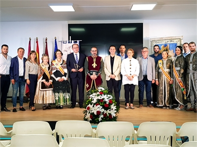 La Agrupación de Comparsas de Moros y Cristianos de Almansa presenta en el Pabellón de Diputación las actividades de cara a un 2019 muy especiales