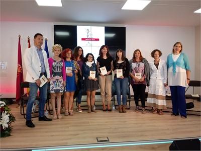 El pabellón de la Diputación en Feria se convierte en sala de lectura para la presentación del libro de relatos: 'Nos vemos en el Pincho'