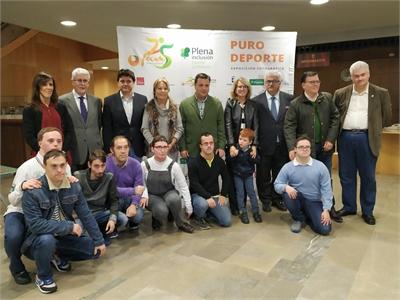 Nieves García ofrece a FECAM el apoyo de la Diputación para que su exposición Puro deporte recorra toda la provincia