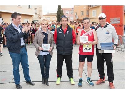 Santiago Cabañero anima a los casi 1700 atletas que participan en las 10 Millas de Madrigueras