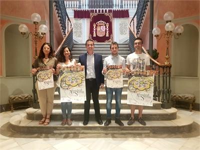 Cabañero subraya el papel de las Alfombras de Serrín de Elche de la Sierra como embajadoras de la provincia de Albacete en todo el mundo
