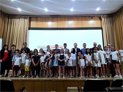 Santi Cabañero participa en la entrega de diplomas a los y las protagonistas de 'La radio de los niños'