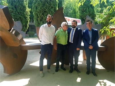 Cabañero invita a toda la provincia a disfrutar del 'Arte en la calle' que La Roda brinda en su Parque Adolfo Suárez este verano