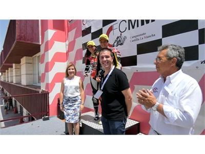 Santiago Cabañero y Amparo Torres, espectadores de la gran cita del Motociclismo que este fin de semana vive el Circuito de Velocidad albaceteño