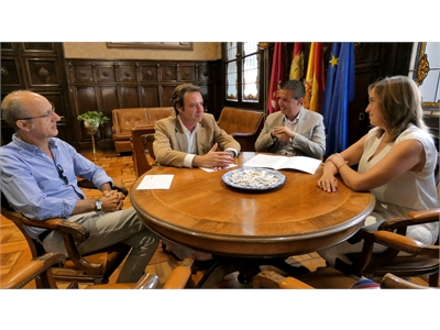 """Cabañero se reúne con una delegación de la Cámara de Comercio con el objetivo común de trabajar para que Albacete vaya a más"""""""