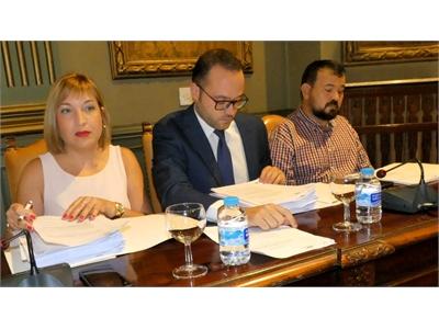 Amparo Torres detalla con total transparencia la gestión realizada en torno a la problemática del servicio de recogida selectiva de envases