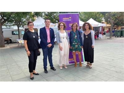 Cabañero resalta en la IV Feria 'Tierra de Emprendedoras' lo trascendental de visibilizar el trabajo de las mujeres, ejes de la fijación de población