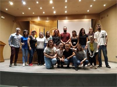 El salón de actos de la Diputación acoge la primera charla informativa sobre Cómo atender a las personas sordas en las administraciones públicas