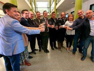Cabañero 'brinda' con la Lonja por un 2020 positivo para el vital sector primario provincial