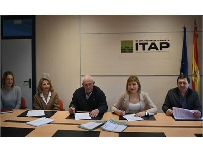 FUNDESCAM y la Cooperativa del Campo Santa Mónica de Balazote suscriben un convenio para la realización de un programa de mejora del ajo morado