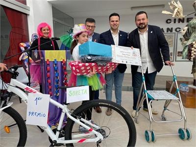 Juanra Amores participa en la entrega de premios del Concurso Provincial de Carteles de Carnaval de Tarazona de la Mancha