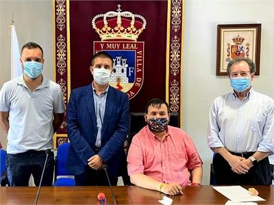 Cabañero traslada personalmente a la 'familia' de la Fundación Antonio Carrilero el pésame de toda la provincia tras la pérdida del genial artista
