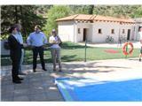 Francisco Núñez visita la piscina municipal de Bienservida, recién remodelada con los Planes Provinciales