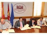 La Diputación y la Fundación El Sembrador firman un convenio para la recogida y reciclaje de la ropa usada en la provincia