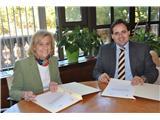 Carmen Bayod y Francisco Núñez firman un convenio de colaboración por valor de 40.000€ anuales destinados al Museo Municipal de la Cuchillería