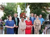 Vecinos del Bonillo rinden homenaje a la Residencia de Nuestra Señora del Carmen con el regalo de un grupo escultórico