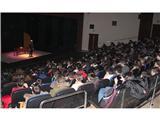 La campaña de teatro escolar bilingüe congrega a mas de un millar de alumnos en el Teatro de la Paz