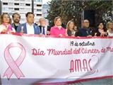 Agustín Moreno y Nieves García participan en la marcha organizada por AMAC con motivo del Día Mundial de Cáncer de Mama