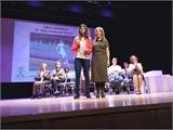 Nieves García entrega al premio como