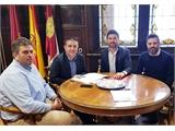 Santiago Cabañero se reúne con el presidente y parte de la Junta Directiva de AJE Albacete