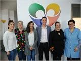 Santiago Cabañero visita las instalaciones de la Asociación Entre Todos, de Elche de la Sierra