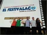 Amparo Torres entrega a Pepe Viyuela el premio