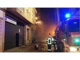Una veintena de efectivos del SEPEI trabaja en Villarrobledo en la extinción de un incendio desatado en un bazar asiático